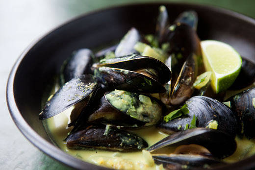 Dining Chicago Weekday Planner: Mussels Wednesdays, Pizza Night, and Wine and Chocolate Pairings