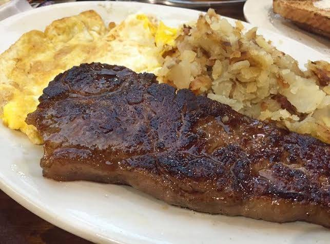 Top Spots for Steak & Eggs in Chicago