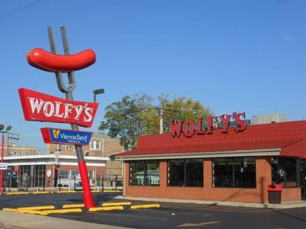Wolfy's Chicago hot dog 2018