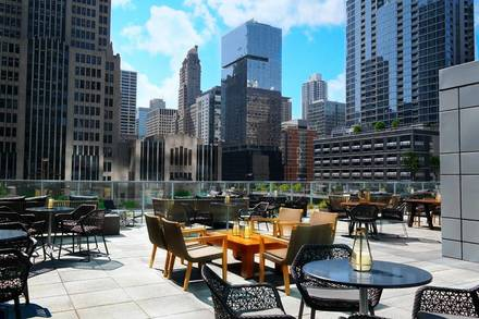 Streeterville Social  chicago best restaurants