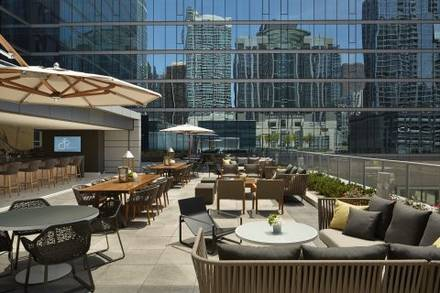 Streeterville Social  best chicago rooftop restaurants;