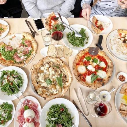 Forno Rosso Pizzeria Napoletana deep-dish pizza;
