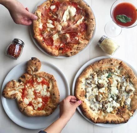 Forno Rosso Pizzeria Napoletana Chicago pizza;
