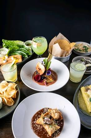 Mercado Cocina │Cantina best greek in chicago;