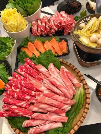 Joy Yee Plus best chicago rooftop restaurants;