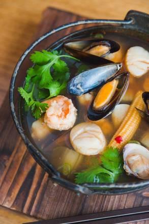 Rise Sushi & Sake Lounge best restaurants lincoln park;